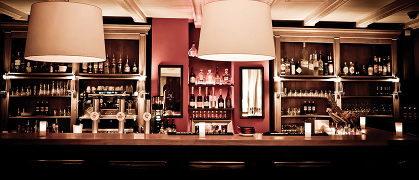 Q Hotel Maria Theresia, Kitzbühel, Austria - bar.jpg